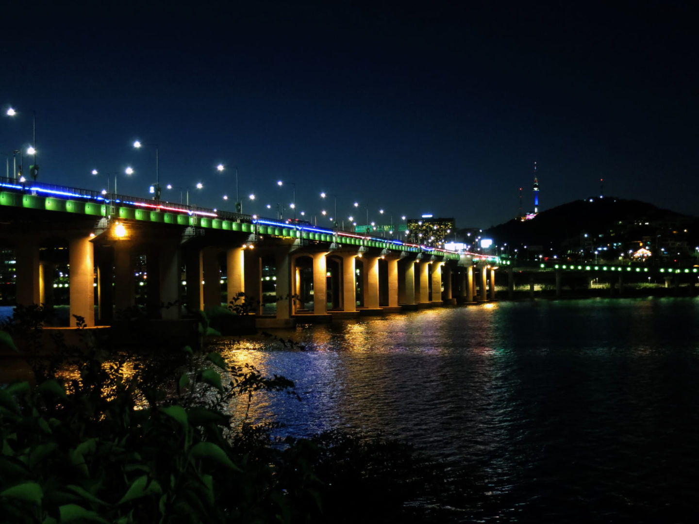 Han river by night