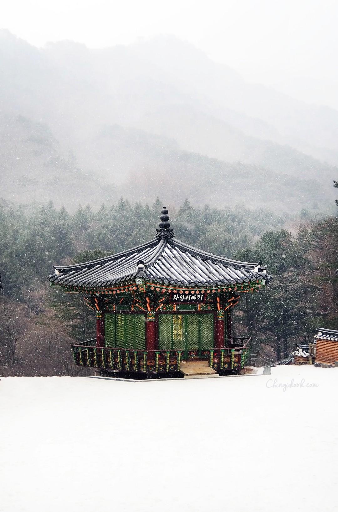 Temple sous la neige hiver Corée du Sud